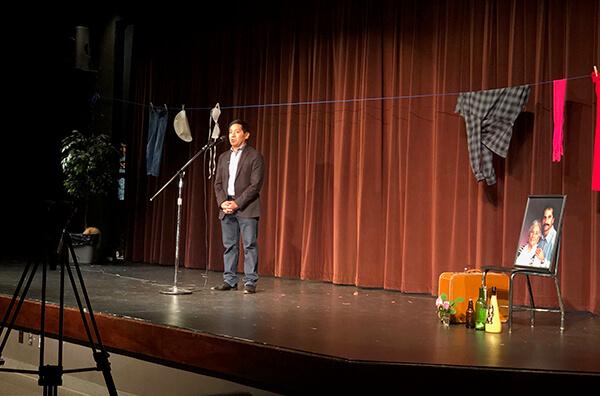 Roberto Franco Storyteller on stage